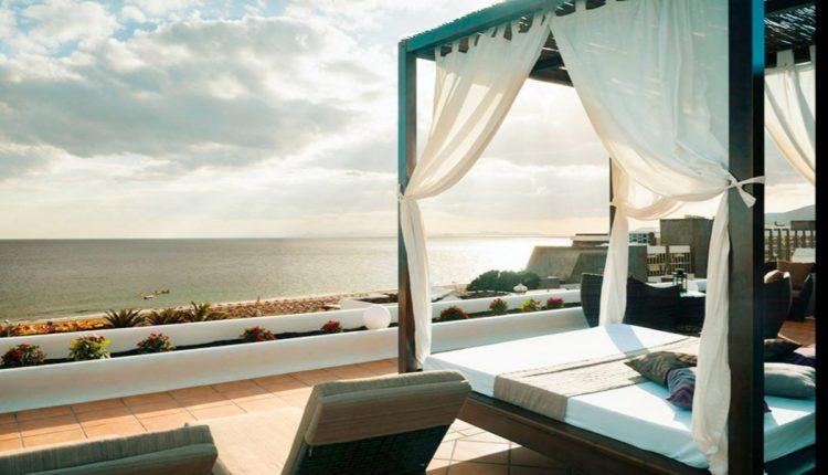 Last Minute: 1 Woche Lanzarote im 4* Apartment inkl. Meerblick, Flug, Rail&Fly und Transfer ab 410€