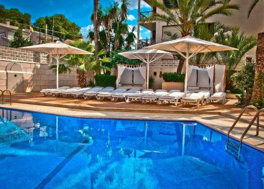 Eine Woche Playa de Palma im 4* Hotel inkl. HP, Flug, Rail&Fly und Transfer ab 451€