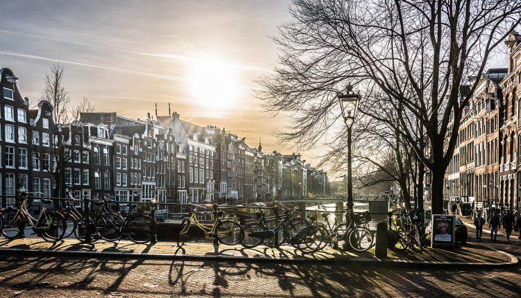 Amsterdam: Übernachtung im 3* Hotel inkl. Frühstück & Parkplatz ab 24,50€ p. P.
