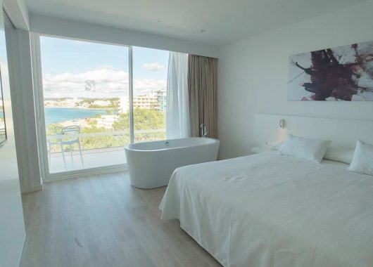 Frühbucher: 1 Woche Ibiza im neuen 4* Hotel inkl. Frühstück, Flug & Transfer ab 385€