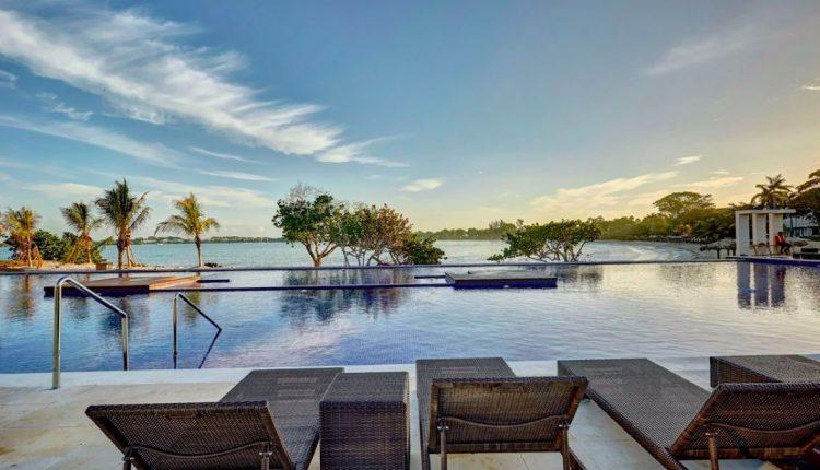 Last Minute: Eine Woche Jamaika im 5* Hotel mit All In, Flug, Rail&Fly und Transfer ab 897€