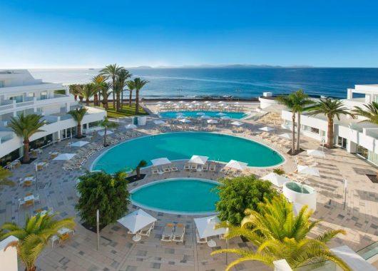Eine Woche Lanzarote im 5* Award-Hotel inkl. Frühstück, Flug, Rail&Fly u. Transfer ab 472€