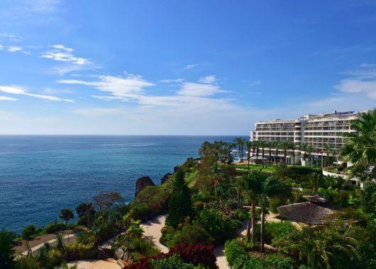 Weihnachten auf Madeira: Eine Woche im 5* Hotel inkl. Frühstück, Flug, Rail&Fly u. Transfer ab 321€