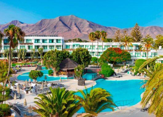 1 Woche Lanzarote im 4* Hotel inkl. HP, Flug, Rail&Fly und Transfer ab 449€