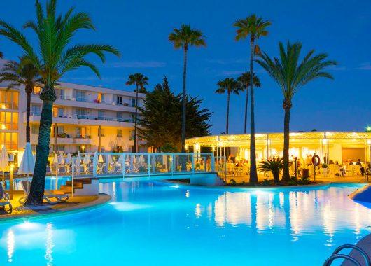 Mallorca: Eine Woche im top 4* Apartment mit Flug und Rail&Fly ab 262€