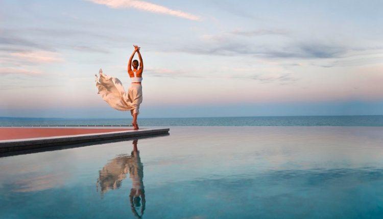 1 Woche Goldstrand im 4* Award-Hotel mit All In, Flug, Rail&Fly und Transfer ab 419€